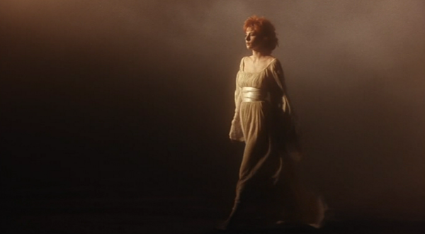 Mylène Farmer Beyond my control Clip - Capture