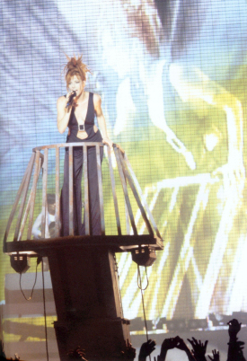 Mylène Farmer - Tour 1996 - XXL - Photographe : Claude Gassian